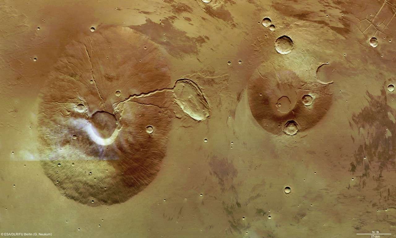 Volcans jumeaux sous le regard de Mars Express. © Esa/DLR/FU Berlin (G. Neukum)