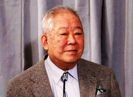 Masatoshi Koshiba, que l'on voit ici à Stockholm pour son prix Nobel de physique en 2002, a mené la collaboration Super-Kamiokande. Avec ce détecteur géant contenant 50.000 tonnes d'eau ultrapure et plus de 11.000 photomultiplicateurs, les physiciens ont pu démontrer et étudier la réalité du phénomène d'oscillation des neutrinos. © Nobel Media AB 2002, Hans Mehlin