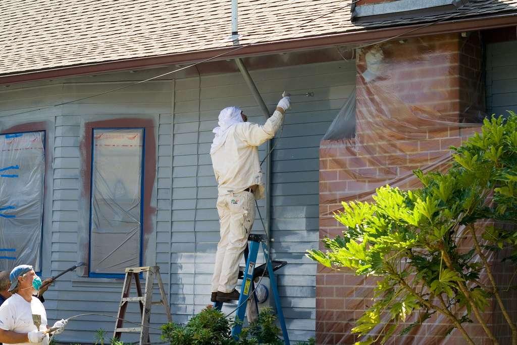 Il faut bien nettoyer sa surface avant de réaliser la peinture sur une façade. © Joshin Yamada, Flickr, CC BY 2.0