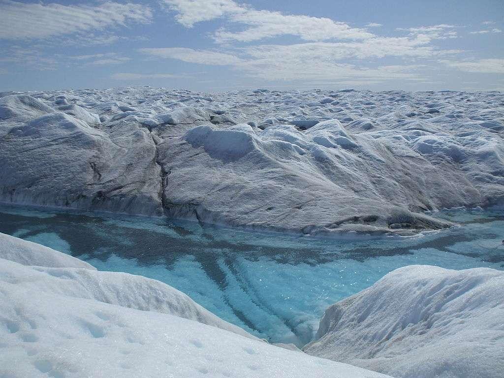 Le 12 juillet 2012, la surface de la calotte groenlandaise était couverte à 97 % d'eau de fonte. © Halorache, cc by sa 3.0