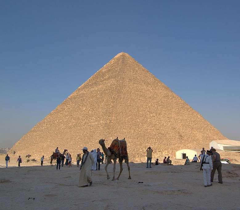 Parmi les sept merveilles du monde de l'Antiquité, la pyramide de Khéops est la seule à nous être parvenue. Il s'agit également de la plus ancienne de ces merveilles. © DR