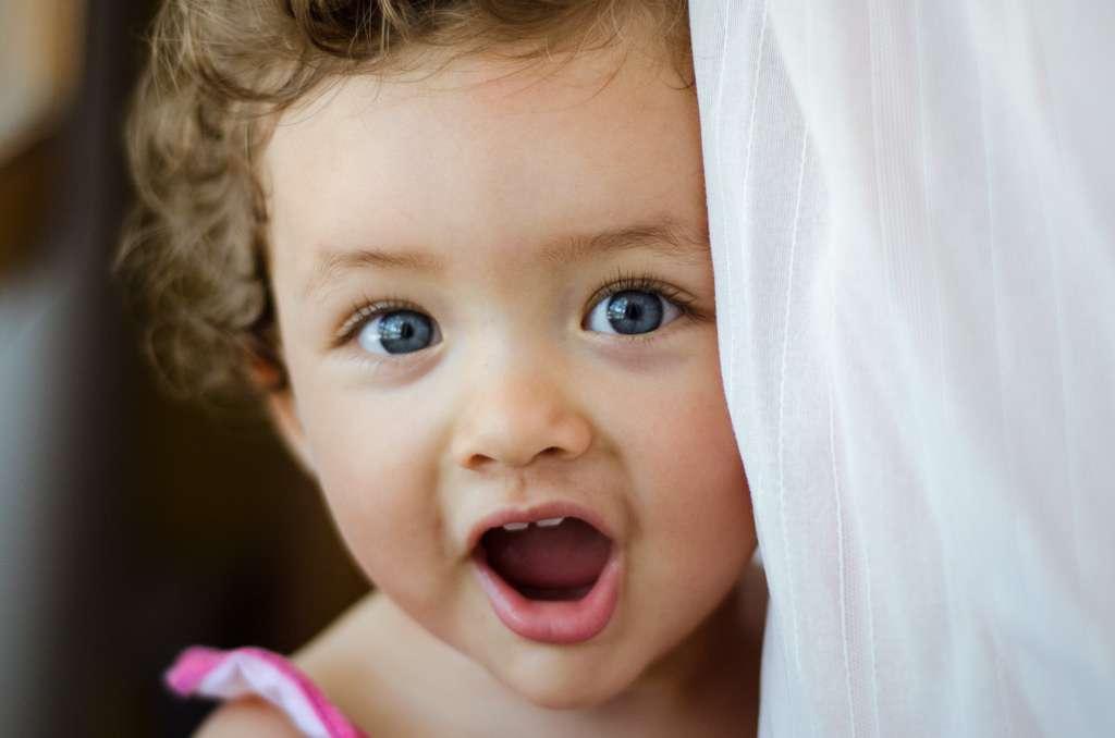 Alors qu'ils ne savent pas encore parler, les bébés comprennent beaucoup d'éléments de la communication. À 18 mois, ils savent interpréter la légitimité des émotions d'autrui dans un certain contexte. Impossible, donc, de les flouer. © Josh Liva, Flickr, cc by nc nd 2.0