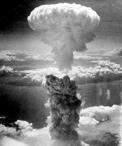On connaissait les victimes des bombes atomiques d'Hiroshima et de Nagasaki (à l'image) lancées en août 1945, mais les seuls essais nucléaires français auraient pu causer des cancers. Ils ont pris fin en 1996 et sont désormais remplacés par des simulations ou des expériences à très petite échelle. © US Army, Wikipédia, DP