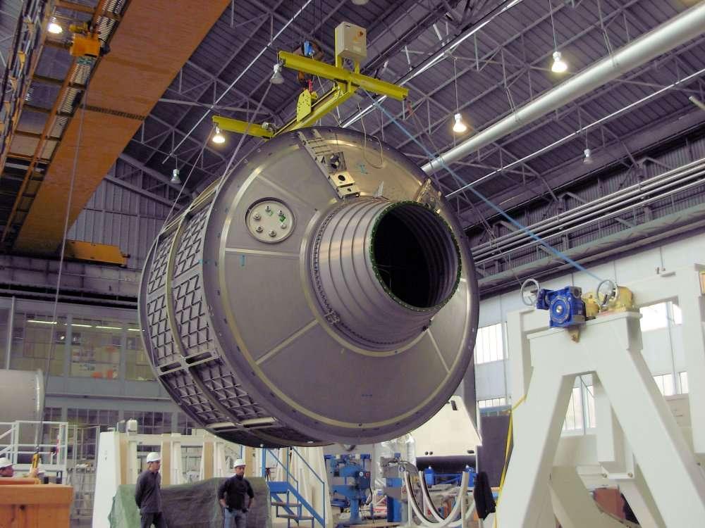 Le module pressurisé de l'ATV-4 Albert Einstein, ici en décembre 2010 dans les locaux de Thales Alenia. © Esa