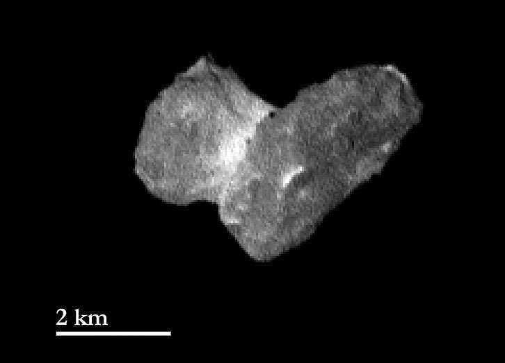 Deux sites d'atterrissage sont possibles. Un premier au niveau du creux sombre en bas à droite de cette image, et un second au niveau de la crête en haut à droite. © Esa, Rosetta, MPS for Osiris Team, UPD, LAM, IAA, SSO, INTA, UPM, DASP, IDA