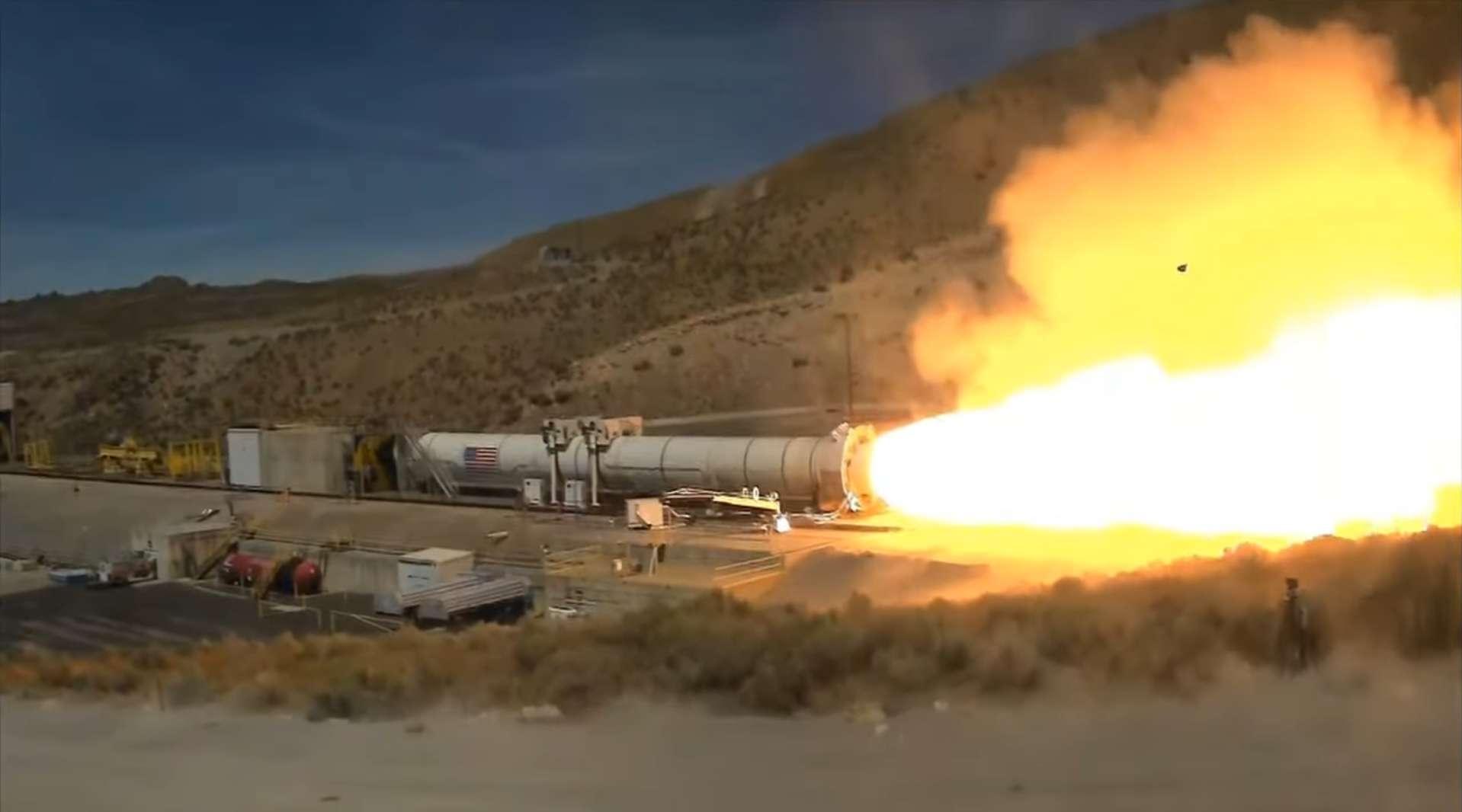 Test du booster de soutien, destiné à assurer 75 % de la propulsion de la fusée SLS lors des futures missions Artemis. © Nasa, Youtube