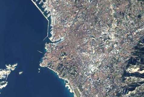 Le Vieux Port de Marseille, vu par le satellite Proba.