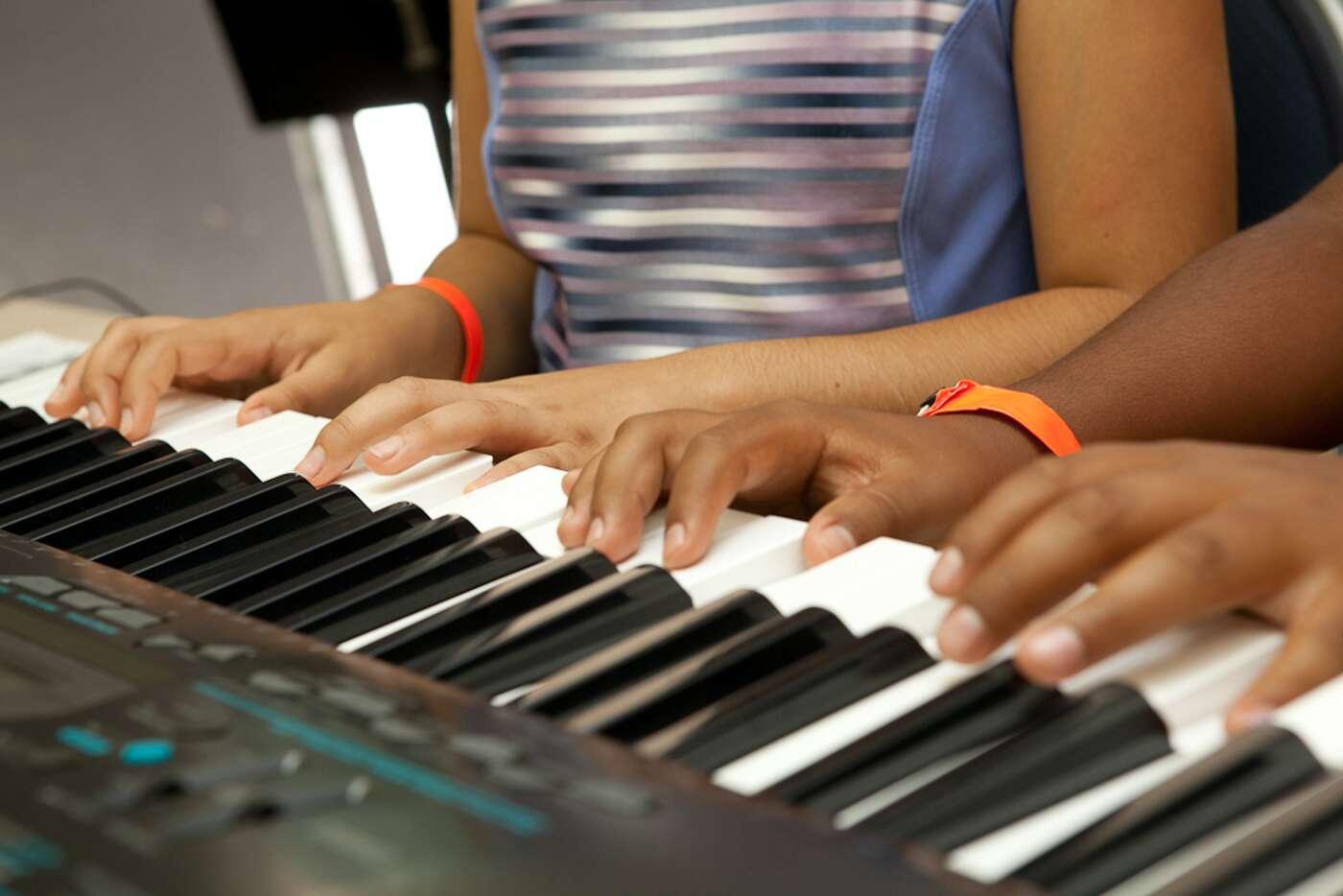 Le travail sur le rythme en musique serait bénéfique aux enfants dyslexiques. © Salvation Army USA West, Flickr, CC by 2.0