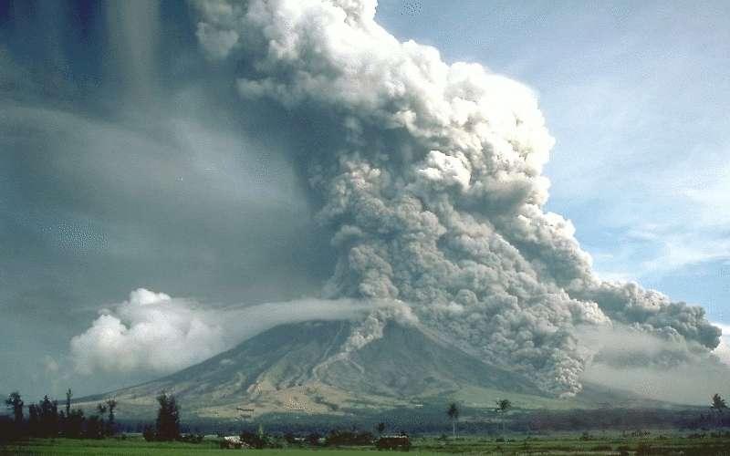 Cette coulée pyroclastique a été photographiée en 1984 sur le flanc sud-est du Mayon, un volcan aux Philippines. © C. G. Newhall, USGS, DP