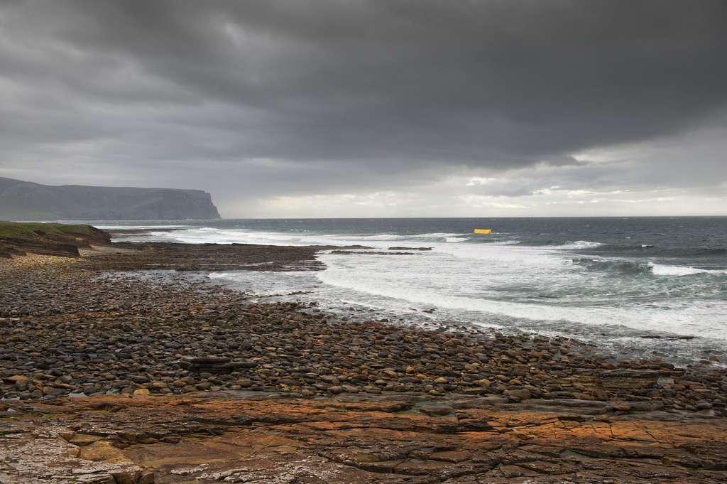 Aquamarine Power teste ses dispositifs houlomoteurs au Centre européen des énergies marines (Emec), au large des îles Orcades en Écosse. © aquamarinepowerltd, Flickr, DR