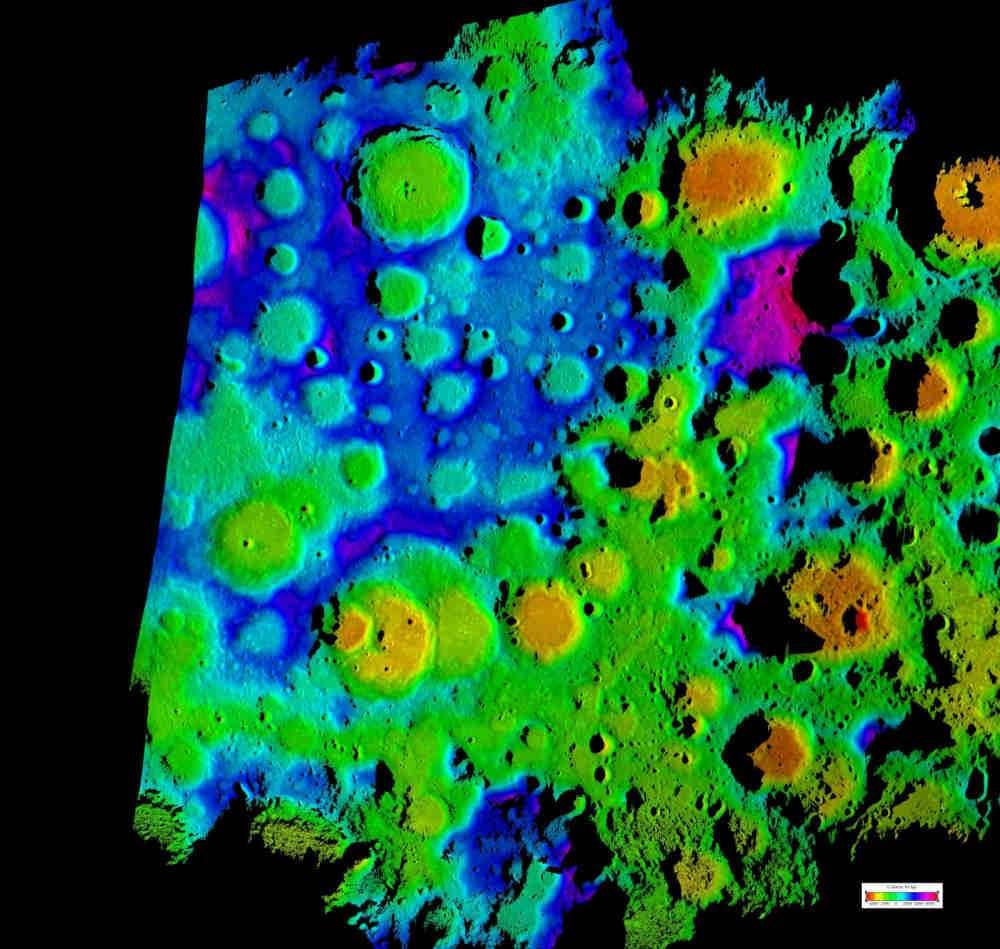 Une image en fausses couleurs générée par ordinateur à partir des données radar d'une zone polaire de 500 sur 400 kilomètres (la même que celle de la première image de cet article). Elle offre la meilleure résolution actuelle pour cette région de la Lune. Crédit : Nasa