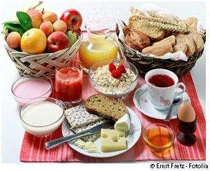 Le petit déjeuner est un repas essentiel où l'on peut se faire plaisir. © Ernst Fretz/Fotolia