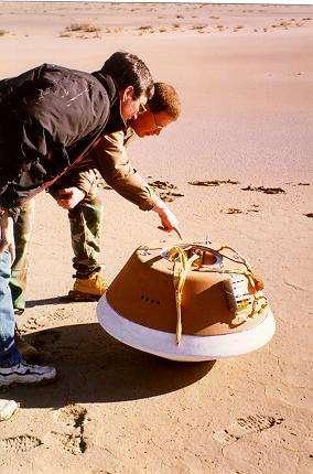 Test d'atterrissage de la capsule de Stardust (février 1998).