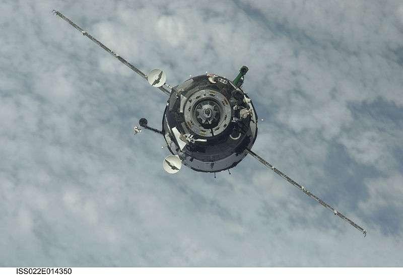 Une capsule Soyouz TMA-17 à l'approche de l'ISS le 22 décembre 2009. © Nasa