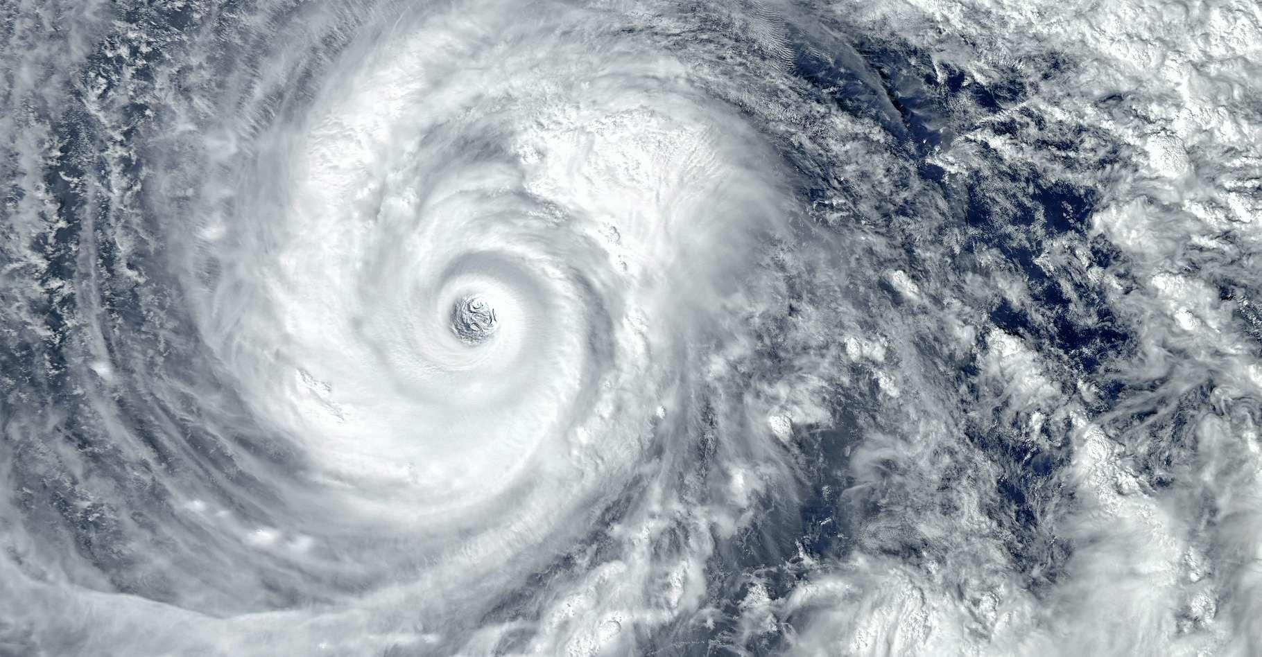 Après sa formation en dépression tropicale, l'ouragan Delta est très rapidement devenu plus fort et plus puissant. Il s'est ensuite calmé avant de se renforcer à nouveau à l'approche des côtes américaines. © EvgeniyQW, Adobe Stock