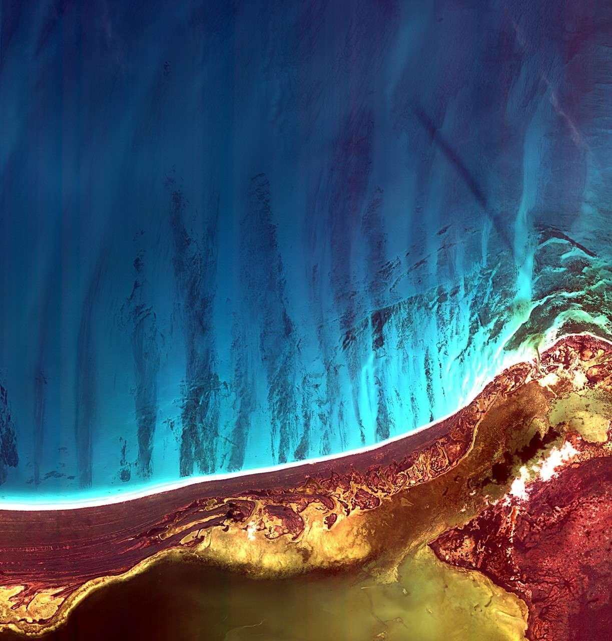 L'île Holbox et la lagune de Yalahau, à l'extrémité nord-est de la péninsule du Yucatan, au Mexique, sont au cœur de cette image réalisée par le satellite Kompsat 2. © Kari