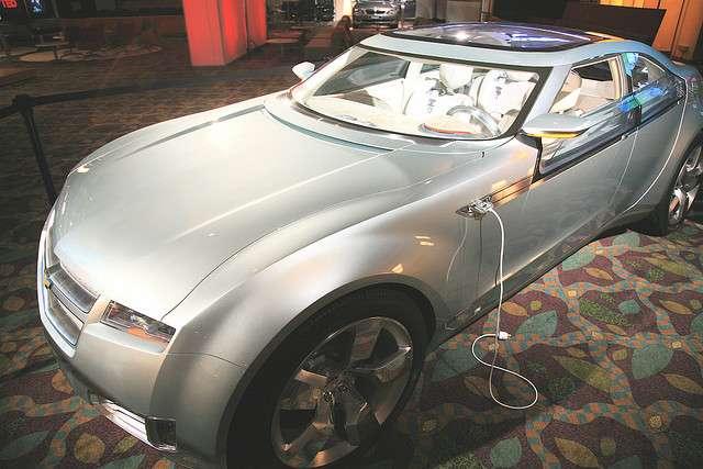Voiture full hybride rechargeable avec un moteur thermique flex-fuel. © Steve Jurvetson CC by 2.0