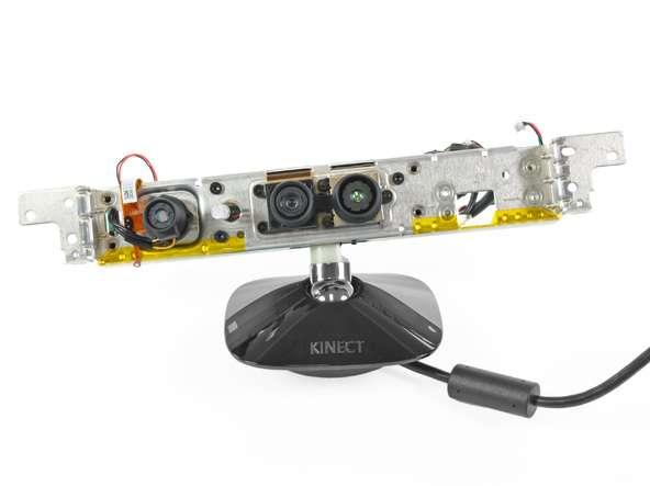 Un boîtier Kinect démonté, offert aux bricolages les plus variés... © iFixIt