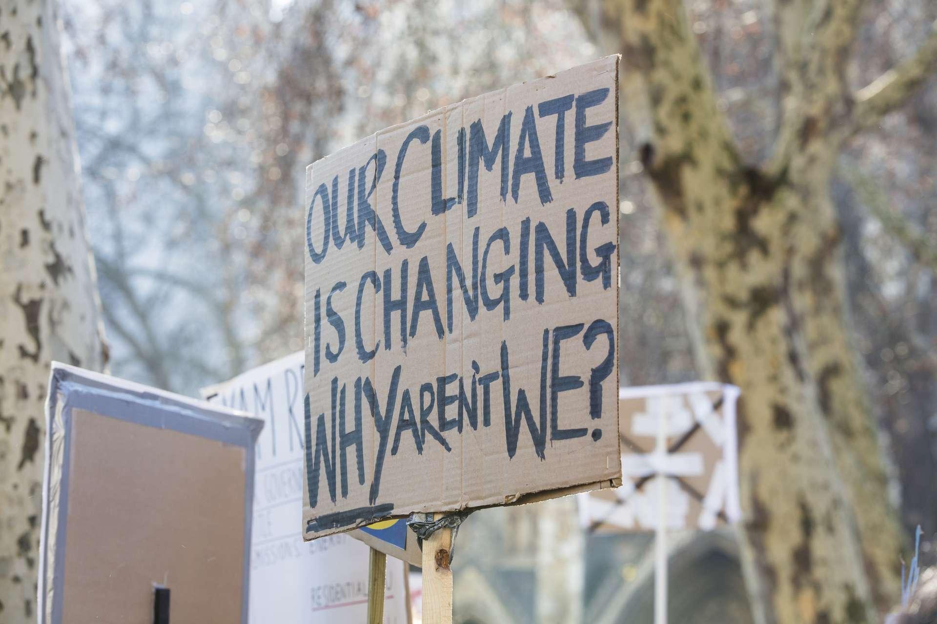 « Notre climat change, pourquoi pas nous ? » © ink drop, Adobe Stock