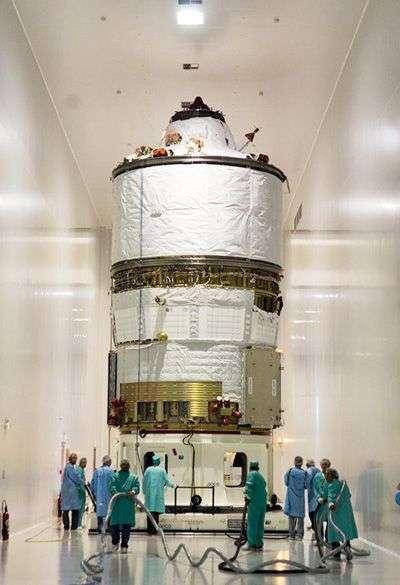 L'ATV Jules Verne en cours d'intégration. Crédit Arianespace