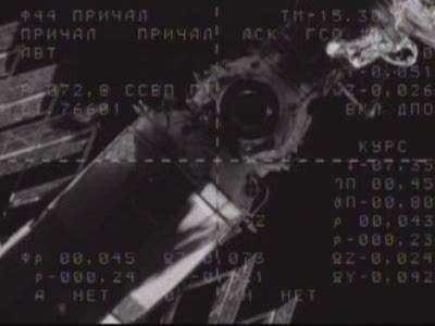 La station en approche, vue depuis le vaisseau Soyouz quelques instants avant la jonction. Source NasaTV
