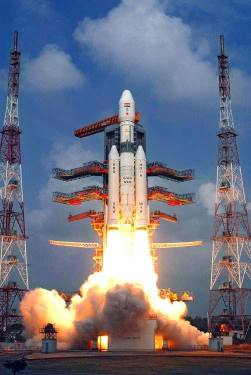 Le nouveau lanceur lourd GSLV-MkIII de l'Isro (l'agence spatiale indienne), au décollage pour son premier vol d'essai. © Isro
