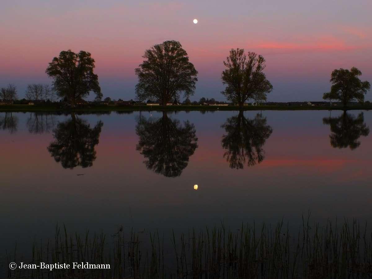 Le 23 juin 2013, pensez à choisir un joli paysage pour immortaliser la plus grosse Pleine Lune de l'année. © Jean-Baptiste Feldmann