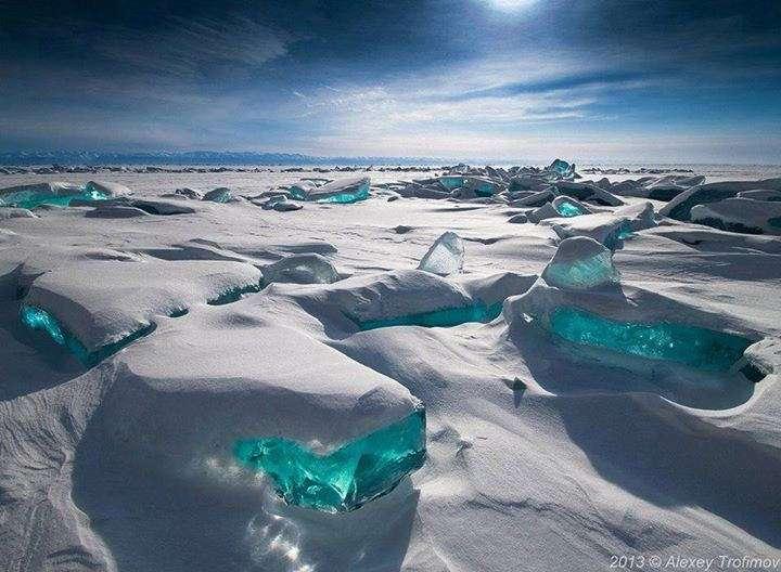 Le virus mou Mollivirus sibericum a été découvert en Sibérie. Sa taille dépasse le demi-micron et son génome est énorme pour un virus (mais un peu plus petit que celui du champion du genre, Pandoravirus). Ici, le lac Baïkal gelé, au sud-est de la Sibérie. © 2il org, Flickr, CC by 2.0
