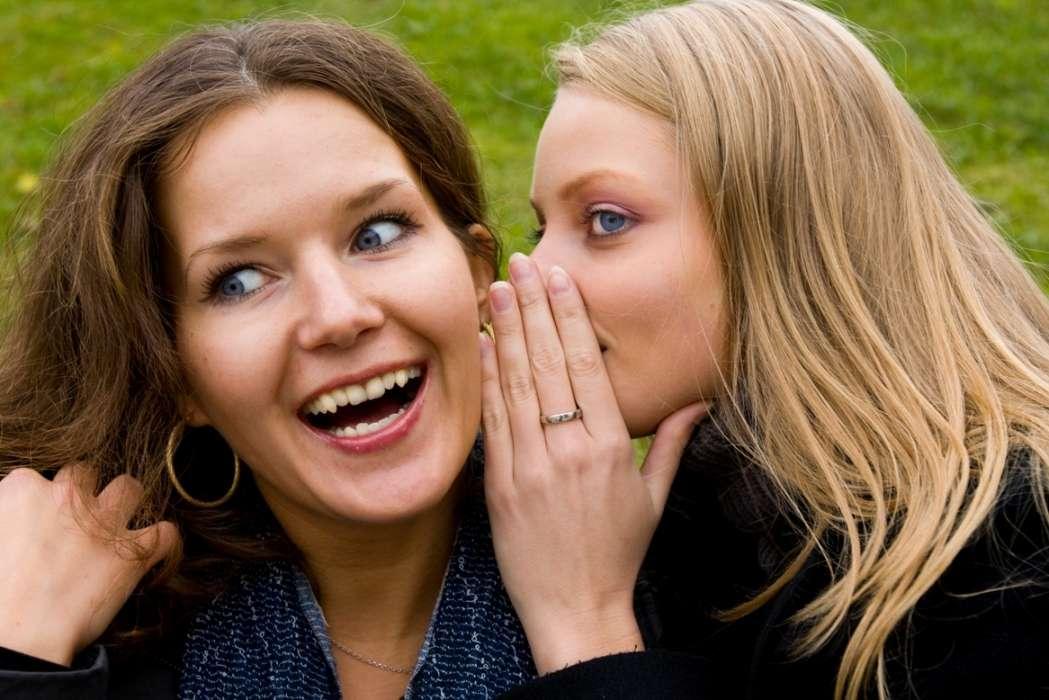 Le gène du langage Foxp2 est plus exprimé chez les petites filles que chez les petits garçons, expliquant peut-être pourquoi ces premières maîtrisent plus vite le langage que leurs homologues masculins. En revanche, on ne sait pas si ce gène peut expliquer pourquoi les femmes sont considérées comme plus bavardes que les hommes... Dvu, StockFreeImages.com