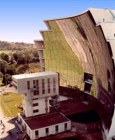 Les héliostats sont déjà utilisés pour les fours solairesSeront-ils utilisés à Rattenberg comme lampadaires ?(Crédit : CNRS)
