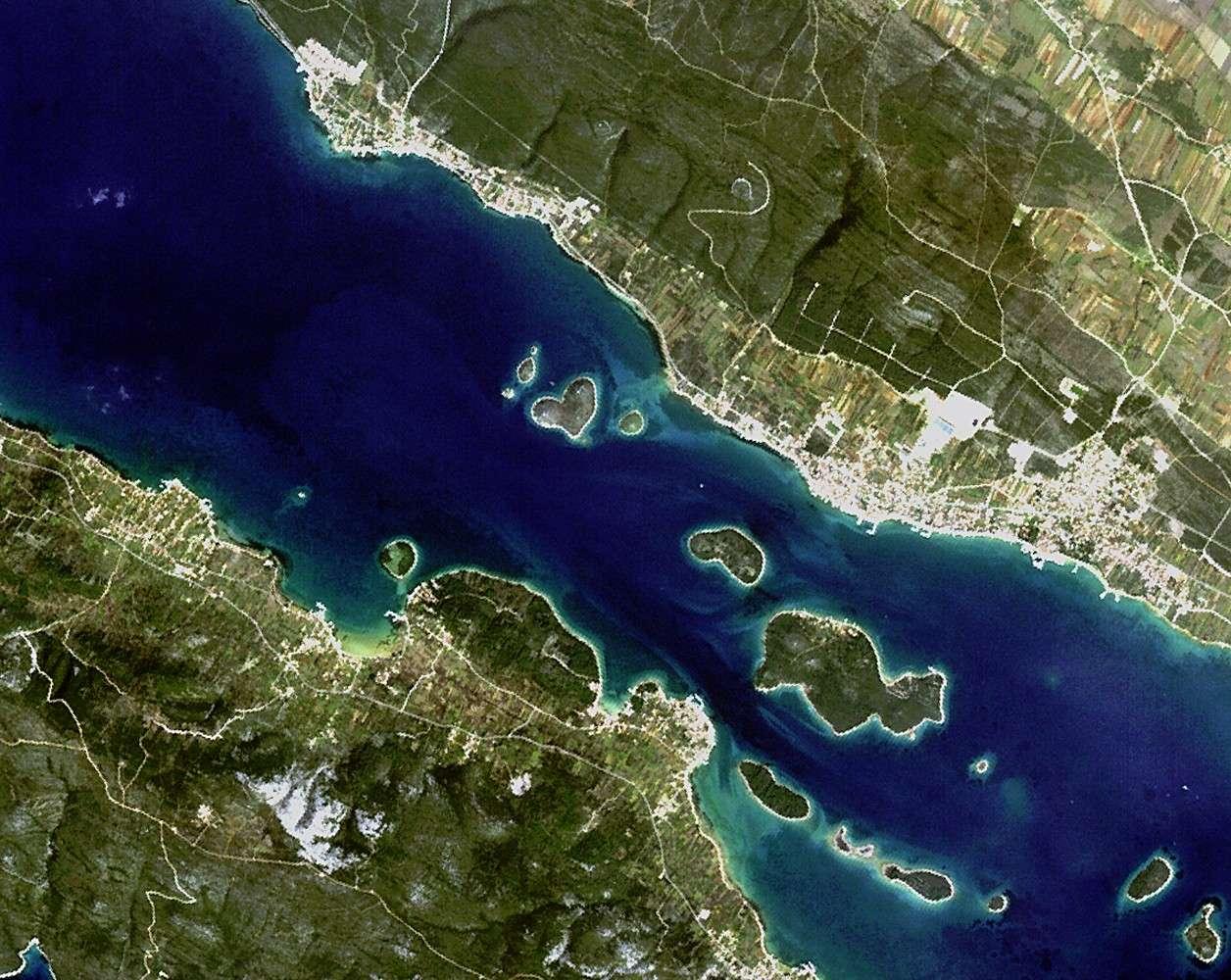 La petite île de Galešnjak en forme de cœur. © JAXA/Esa