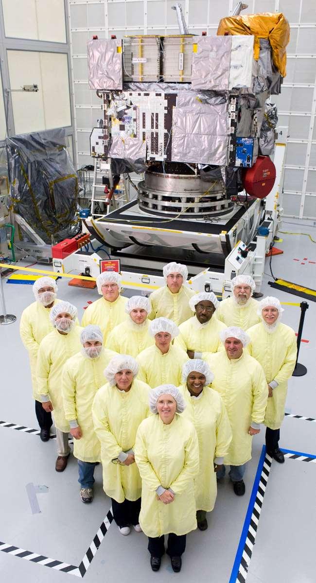 Derniers préparatifs avant le lancement du satellite GOES-15 (mars2010). Crédit Nasa