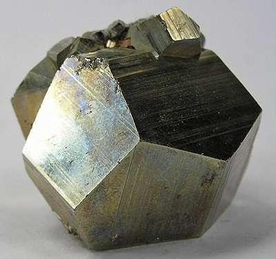 La formation de l'agrégat cristallin est nommée texture cristalline. © Wikipedia CC by sa 30