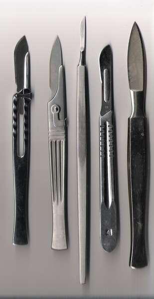 L'exérèse nécessite l'utilisation d'un bistouri. © Domaine public