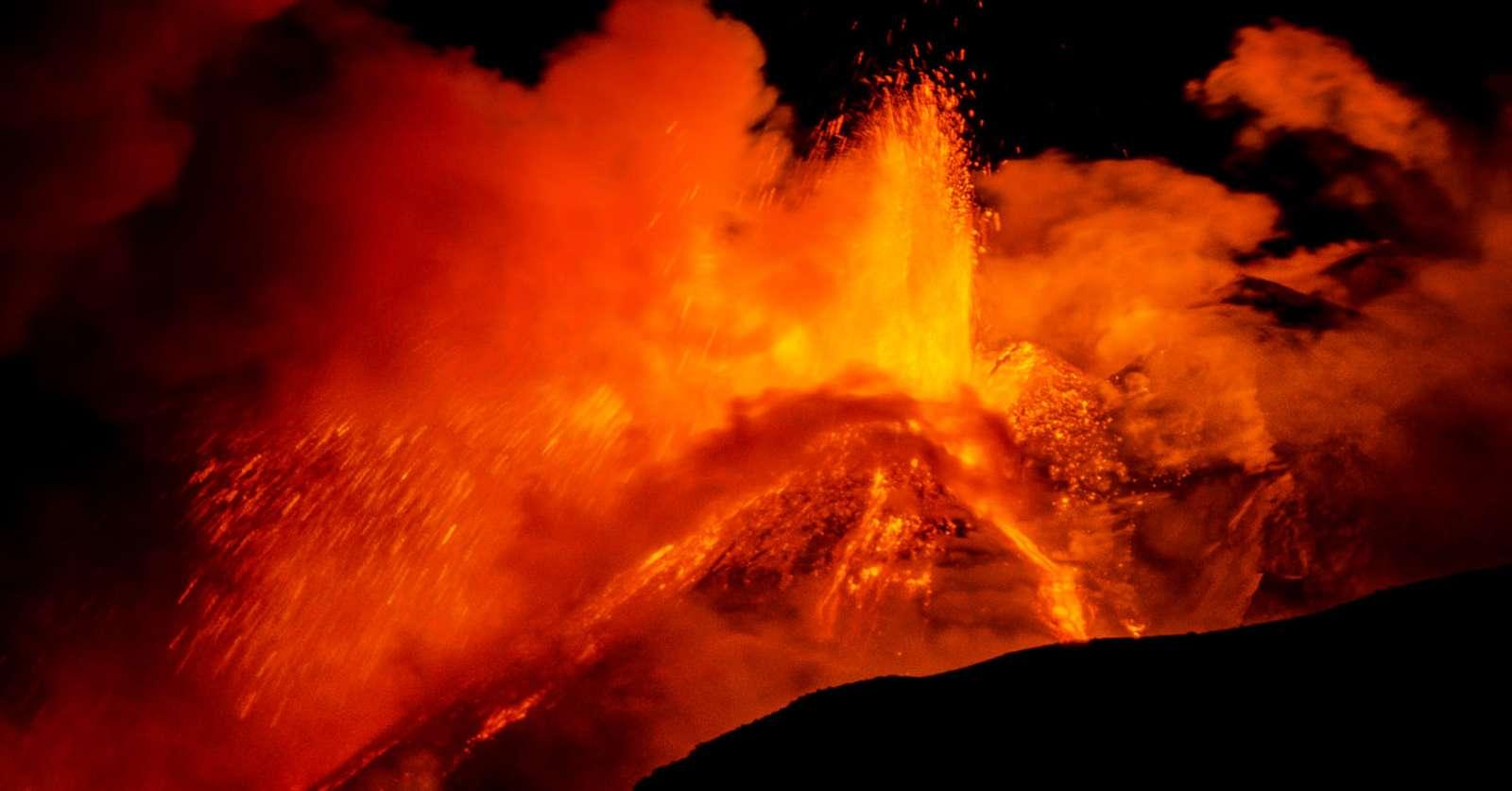 L'éruption de l'Etna durant la nuit du 18 janvier 2021. © Massimo Lo Giudice