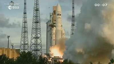 Jeudi 5 juillet 2012 : la 63e Ariane 5 décolle du Centre spatial guyanais, emportant deux satellites, MSG-3, alias Meteosat-10, et Echostar XVII. © Esa