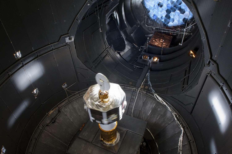 Le Mercury Magnetospheric Orbiter en test dans le simulateur de l'Esa aux Pays-Bas. © Esa/Jaxa