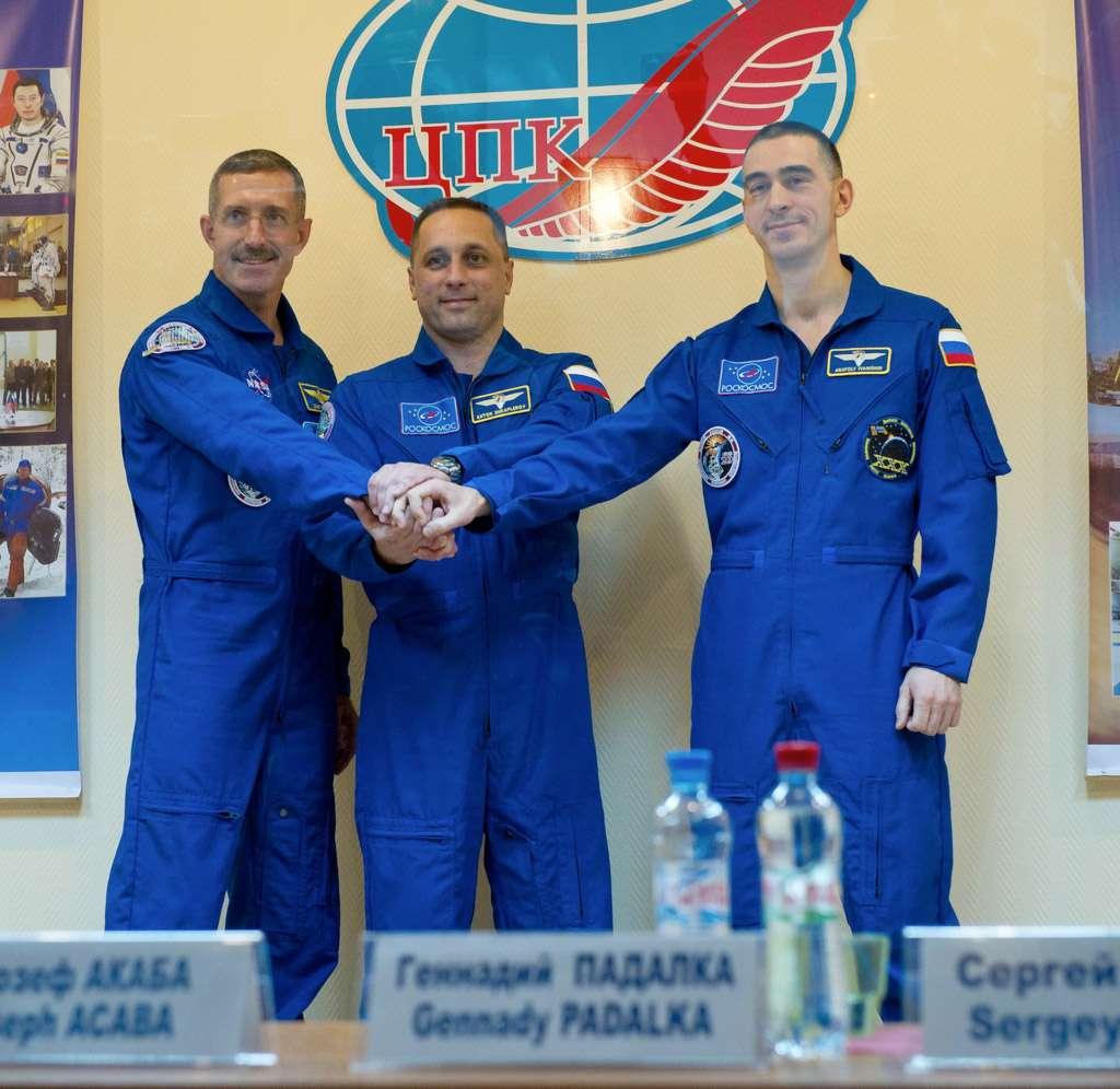 À quelques heures de leur lancement, les trois astronautes rencontraient les journalistes présents à Baïkonour. Ils devraient s'amarrer à la Station spatiale mercredi 16 novembre. © Nasa/Carla Cioffi