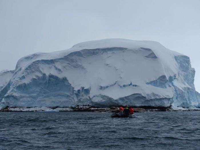 L'île Sif, découverte ce mois-ci en Antarctique, a fait l'objet de prélèvements de roches. © James Marschalek, Thwaites glacier offshore research