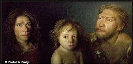 Trois Néandertaliens reconstitués par Elizabeth Daynès. A gauche, Pierrette, réalisée à partir du moulage du crâne trouvé à Saint-Césaire. © Ph. Plailly