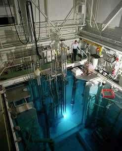 Effet Cerenkov produit par un réacteur nucléaire.