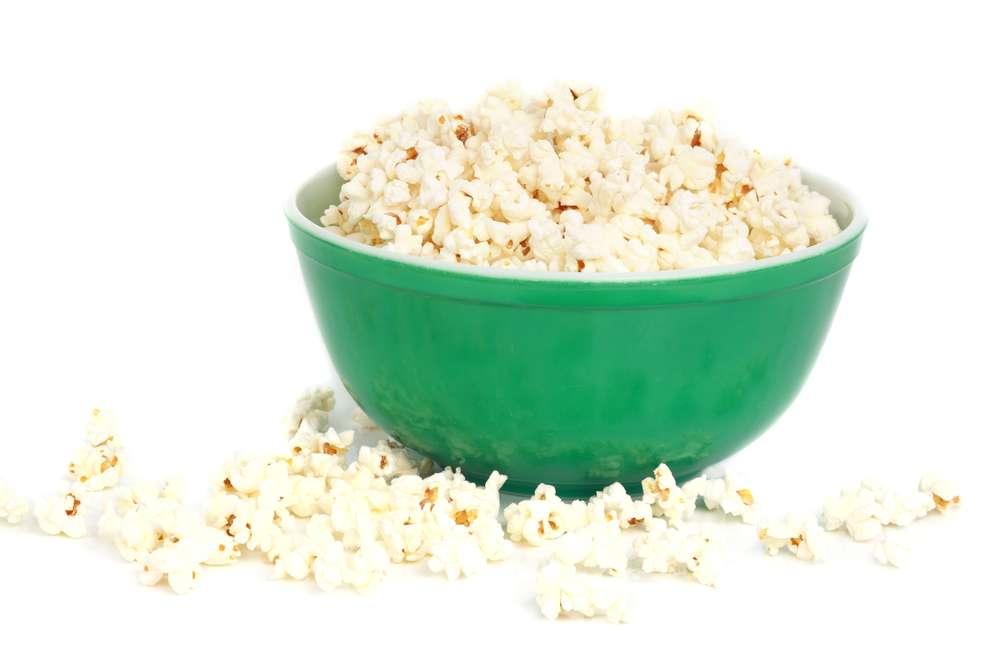 Une étude américaine a montré que les arômes artificiels de beurre, présents notamment dans le popcorn à cuire au micro-onde, seraient un facteur aggravant de la maladie d'Alzheimer. © Lana Langlois/shutterstock.com