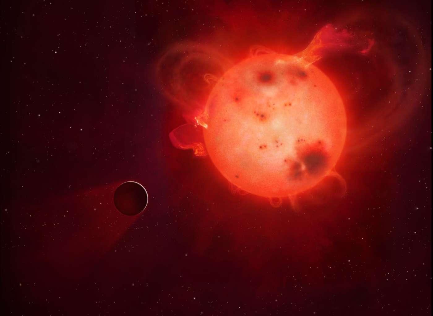 Considérée comme une candidate très prometteuse depuis sa découverte en janvier 2015, Kepler 438b est une jumelle de la Terre vraisemblablement stérilisée par les turbulences violentes et récurrentes de son étoile, une naine rouge. © Mark A Garlick, University of Warwick