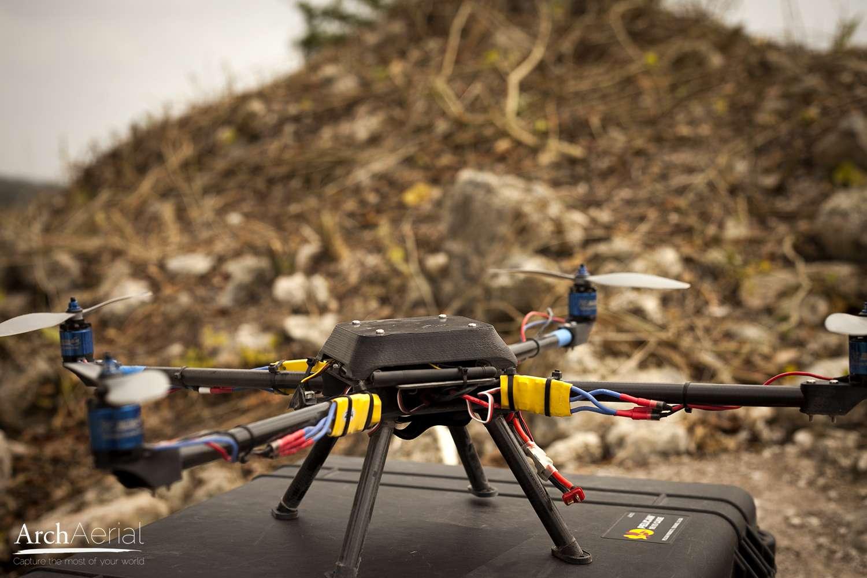 Le drone d'Arch Aerial, dont on voit ici le prototype testé durant l'été 2013, peut voler à environ 50 km/h. © Arch Aerial