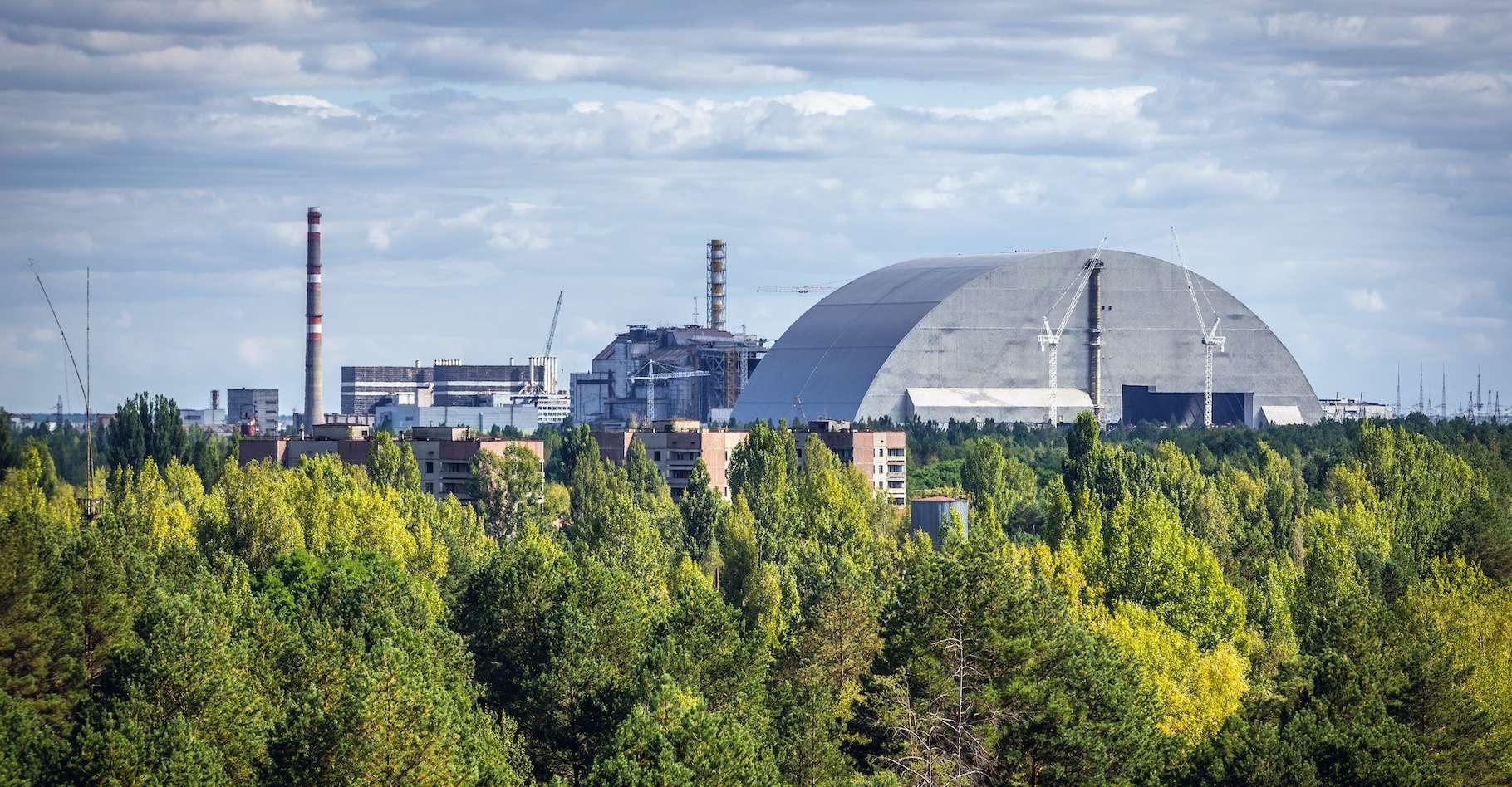 Depuis plusieurs jours, des incendies font rage autour et dans la zone d'exclusion de Tchernobyl (Ukraine). © Fotokon, Adobe Stock