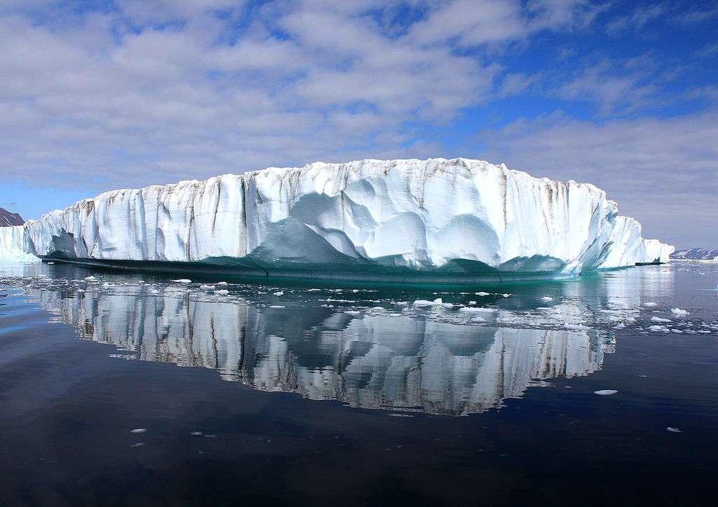 L'inlandsis du Groenland couvre 1.710.000 km2, soit 80 % du pays. En 2012, plus de 90 % de la couverture de glace de surface contenait de l'eau de fonte. © Christine Zenino, Wikipédia, cc by 2.0