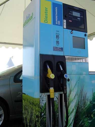 Pompe à carburant proposant du biodiesel (diester) et du bioéthanol (E85). © David Reverchon CC by-nc-sa 2.0