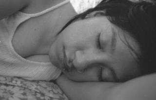Pendant le sommeil, le cerveau révise ce qu'il a appris au cours de la journée. © Stockvault
