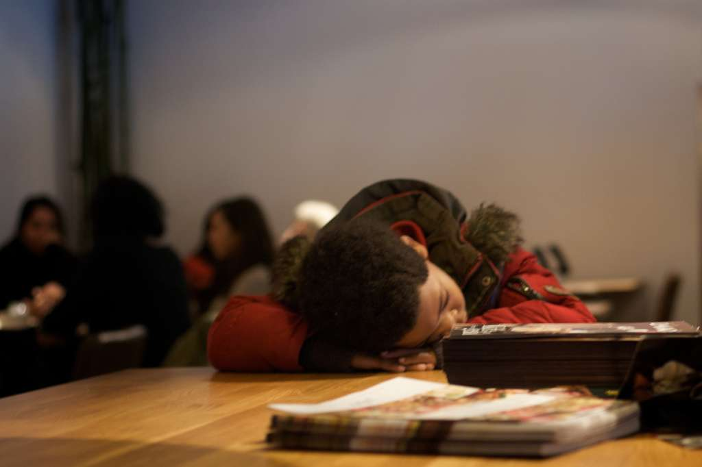 Les nourrissons et les enfants de moins quatre ans font parfois des siestes de plus de 3 h. Or, à l'âge adulte le temps idéal de ce repos en journée est estimé à 20 minutes. © Cristiano Betta, Flickr, cc by 2.0