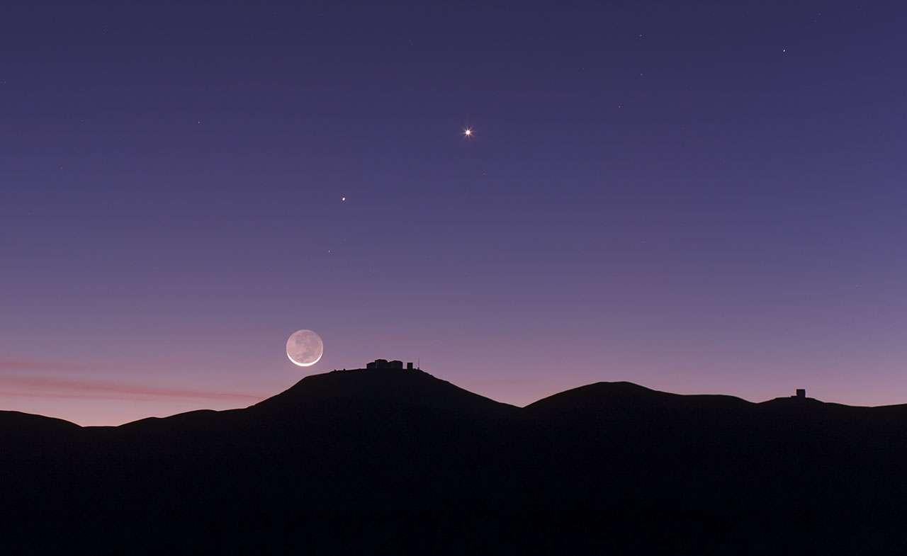 La Lune, Vénus et Mercure au-dessus de l'observatoire européen du Paranal dans les Andes chiliennes. © Eso/B. Tafreshi/Twan